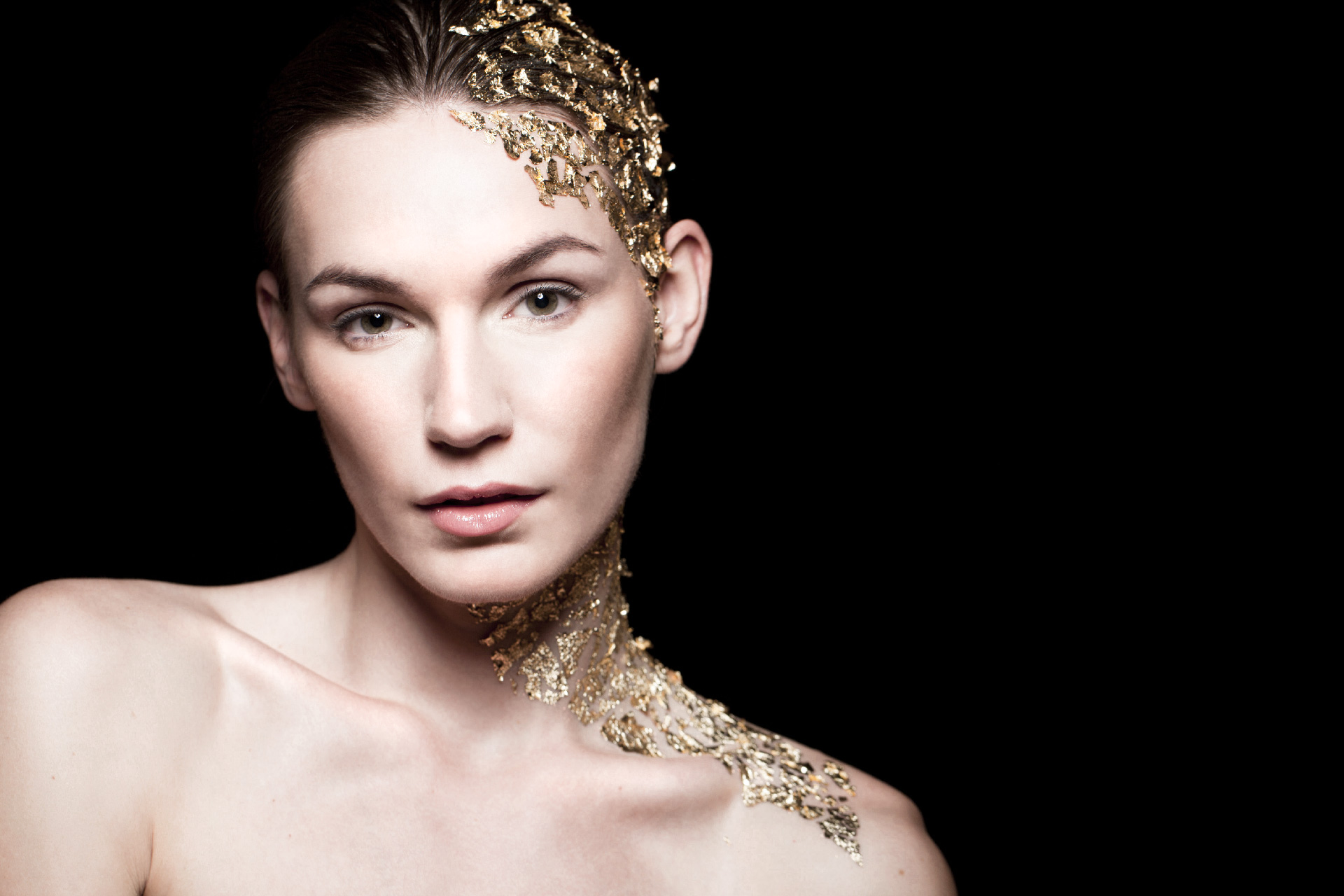 Photo: gold perfume ad image by beauty campaign photographer london Margaret Yescombe, MUA Hairstylist Dorota Nowacka, agency model Anna from Oxygen models, studio photo-shoot in Hackney, gold leaf make-up, strong lighting, beautiful, elegant, stylish